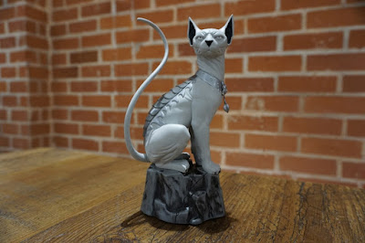 Saga Lying Cat Statue by Skybound – Local Comic Shop Day Exclusive Grayscale Edition