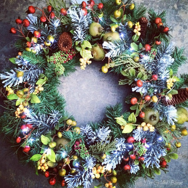 Holiday Wreath www.gildedblom.com #holiday #decoration
