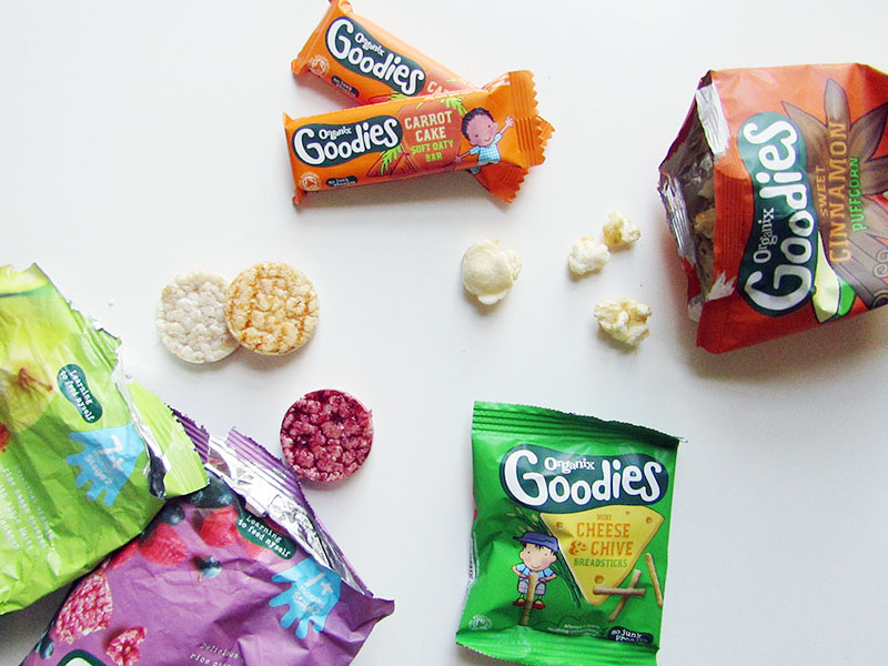 Lots of ideas for healthy, quick and easy toddler snacks to take out and about with you!