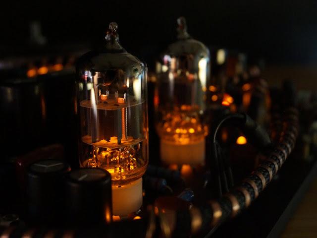Подсвеченные лампы 6н1п в предварительном усилителе