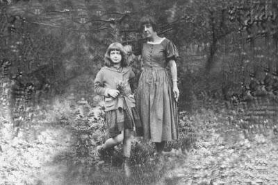 Марина Цветаева с дочерью Ариадной. Прага, 1924 г.