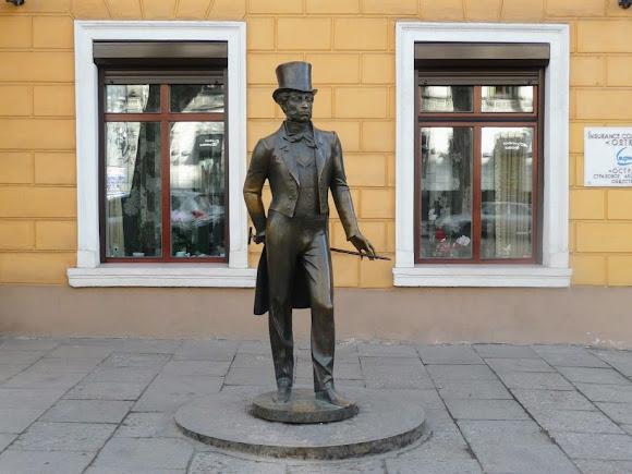 Одеса. Пам'ятник О. С. Пушкіну біля літературно-меморіального музею