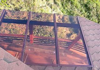tető üveg és fa