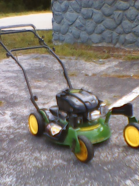 John Deere Push Mower With Front Wheel Swivel Casters Briggs Stratton Engine 6 5 Hp Excellent Running Working Condition An Outstanding Addition To