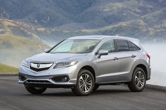 Front 3/4 view of 2017 Acura RDX with Advance