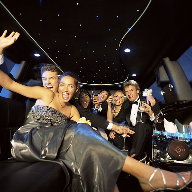 Choosing a Limo Service for Your Prom
