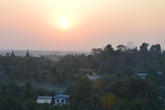 Coucher de soleil à Mrauk-U