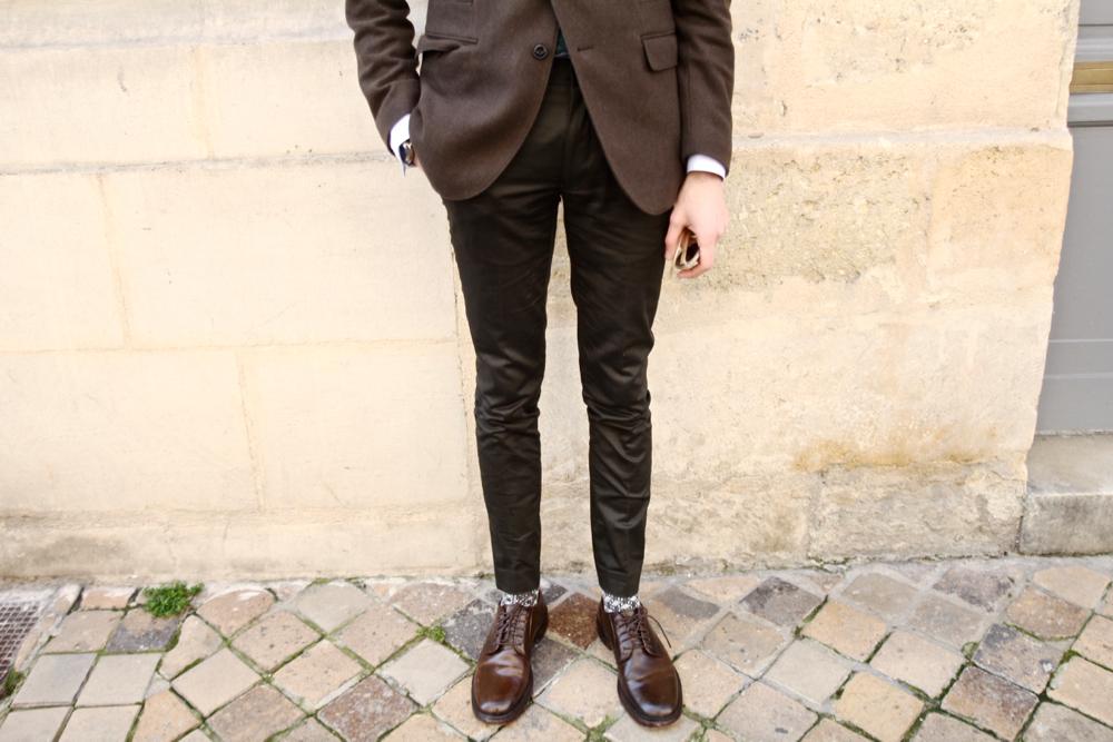 san-marina-testeur-de-shoes-job-chaussures-cuir-tressé-bonne-gueule-chemise-chambray-bleu-bordeaux-paris_dandy-preppy_campagne-cool