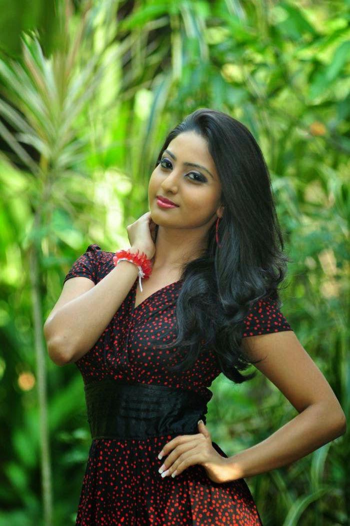 Srilankan hot girls photos — img 13