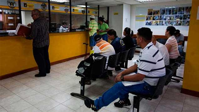 Apertura venezuela reducen horario de trabajo de oficinas for Horario oficina de empleo