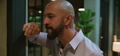Álvaro (Irandhir Santos) em cena de Amor de Mãe; milionário vai virar amante de Estela (Letícia Lima)