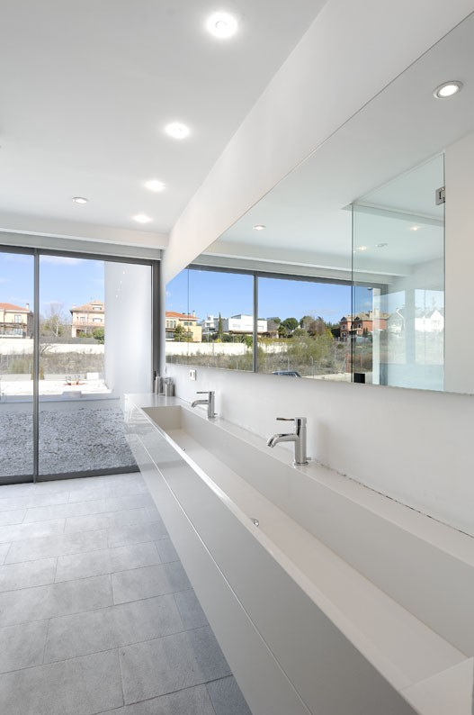 Contemporary Home Single Family House In Kifisia: Modern Single Family House In Madrid By A-Cero