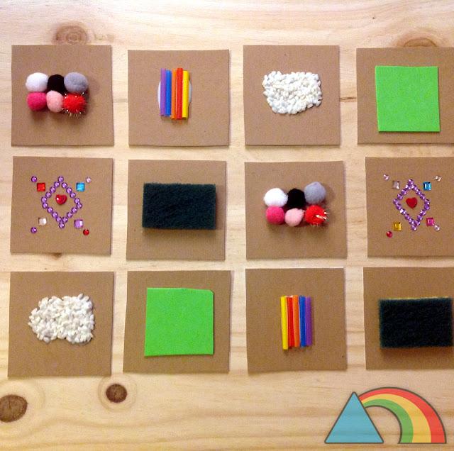 Juego de memoria táctil hecho con cartón y materiales varios