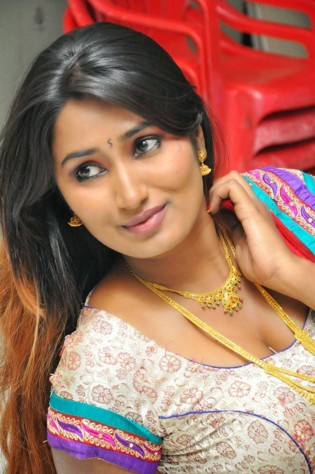 Telugu Spicy Actress Swathi Naidu Latest Sizziling Images -7582
