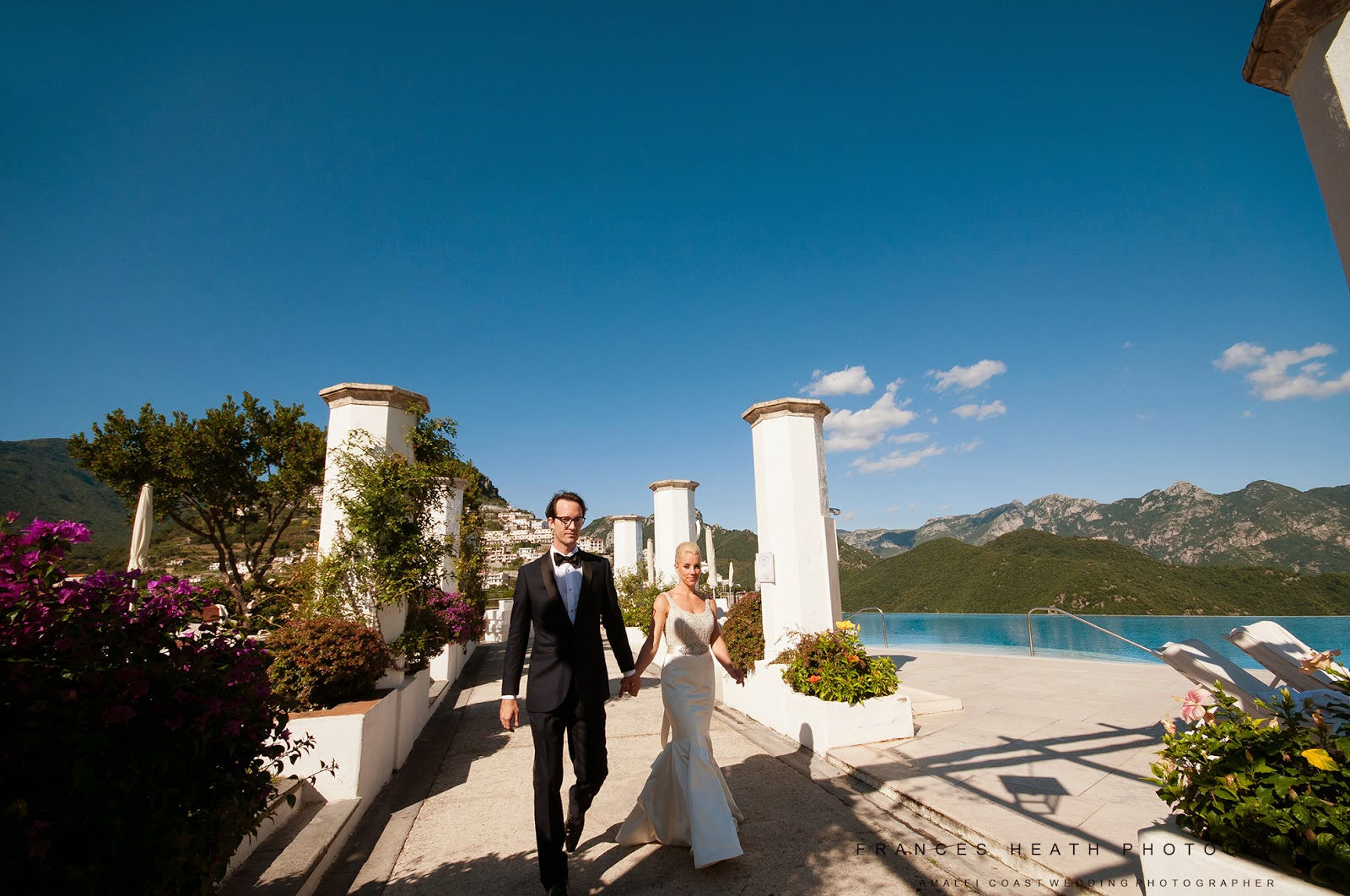 Wedding portraits at the Infinity pool in Hotel Caruso