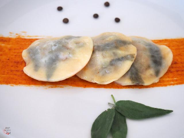 Versión de los raviolis de cotechino y lentejas del chef Massimo Bottura. El cotechino es un embutido italiano de la región de Módena que cocinado con lentejas es un plato típico de Nochevieja