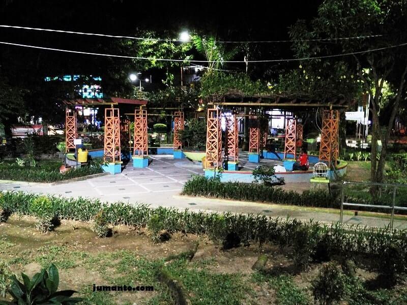 gambar tempat nongkrong taman bekapai