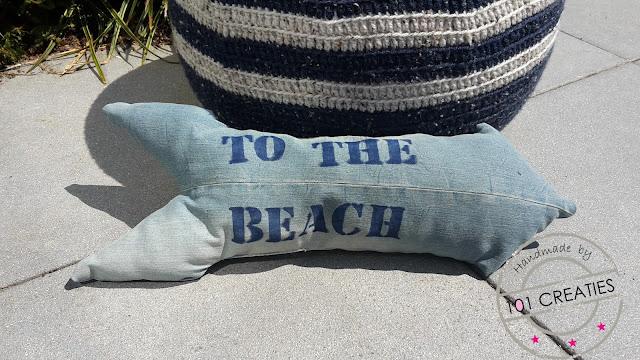 Kussen to the beach gemaakt van een oude jeans
