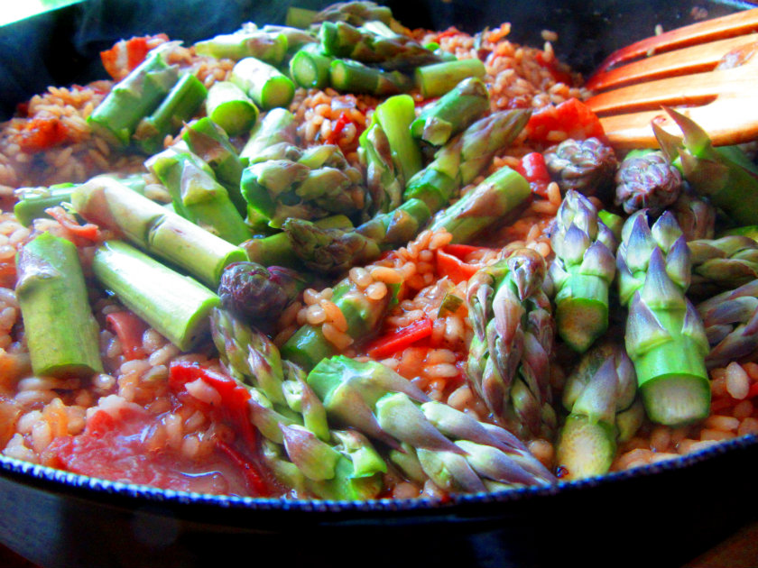 Risotto with asparagus and prosciutto by Laka kuharica: add asparagus stalk pieces and tips