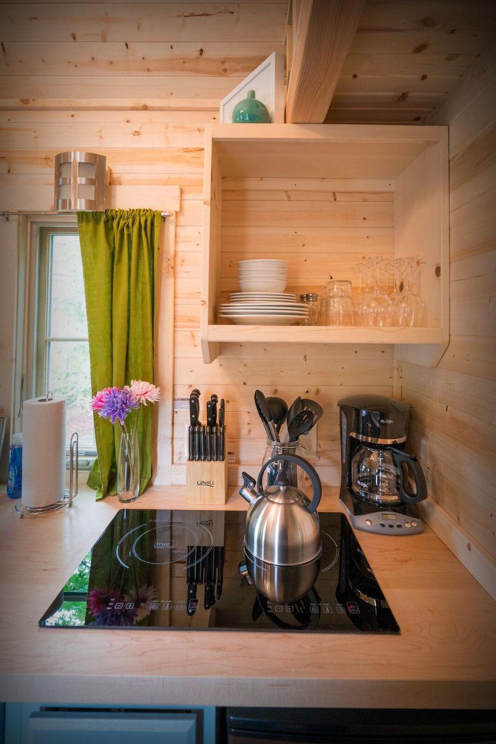 Boiserie c un raro miracolo di spazio in cucina for Cucina componibile piccola