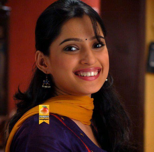 Ankita Lokhande Hd Wallpaper Priya Bapat Catchy Photos Cute Marathi Actresses