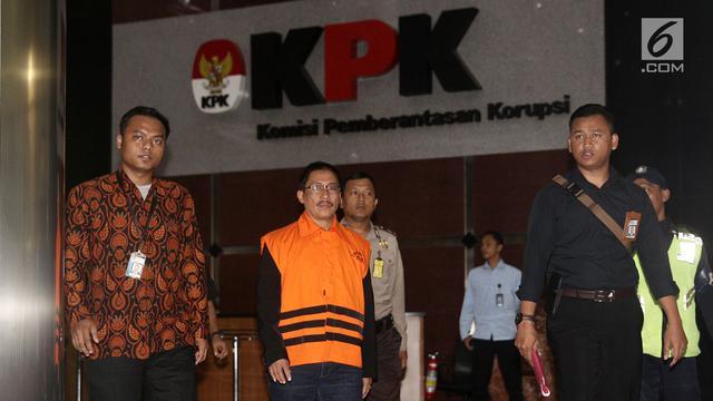 "TERHINA"" Bupati Cirebon terima suap SEKARUNG UANG RECEHAN"