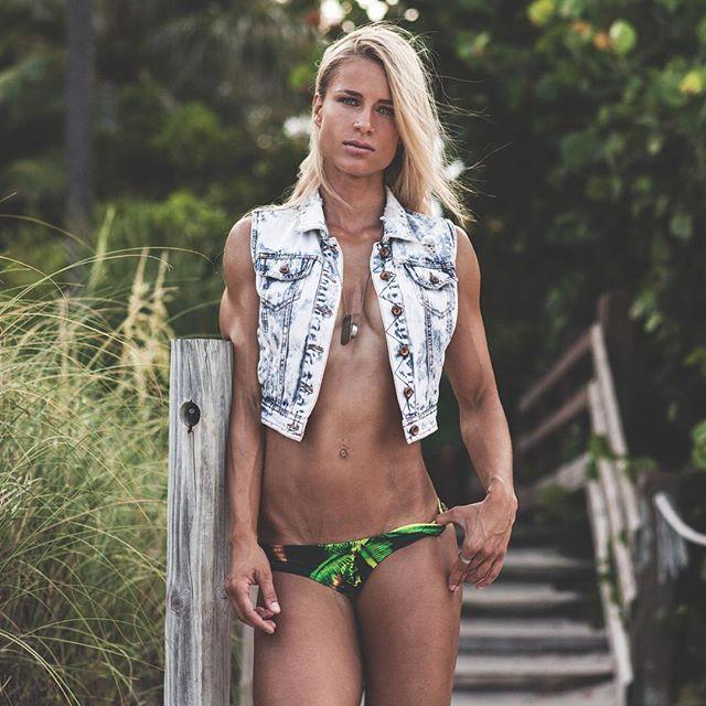 Bikini Athletin Adrienne Koleszár