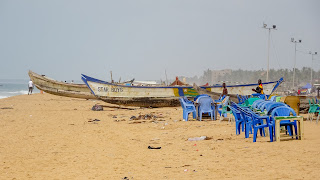 Wood boats in Lomé are at the beach