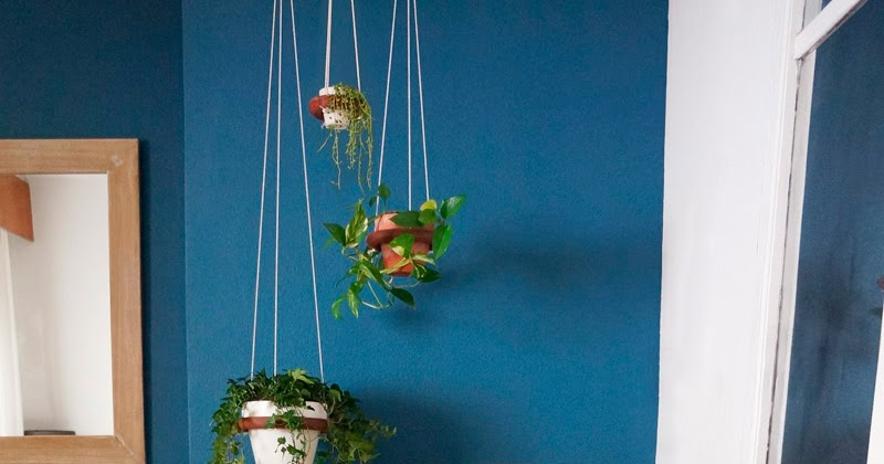 Diy maceteros colgantes con salvamanteles de ikea blog - Doctor house decoracion ...