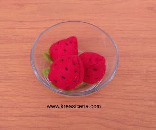 Cara Mudah Membuat Strawberry dari Kain Flanel