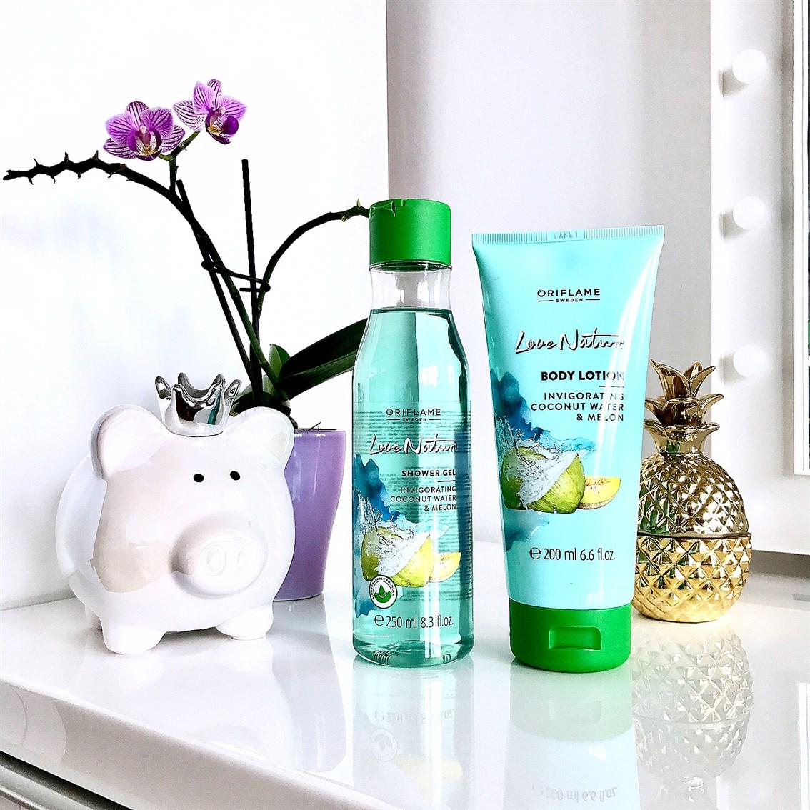 zdjęcie kosmetyków  Oriflame Love Nature z wodą kokosową i melonem