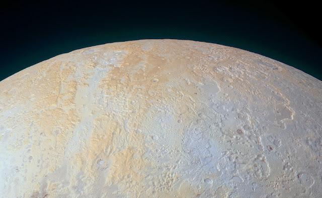 Phía bắc của Diêm Vương Tinh. Bản quyền hình : NASA, Johns Hopkins Univ./APL, Southwest Research Institute.