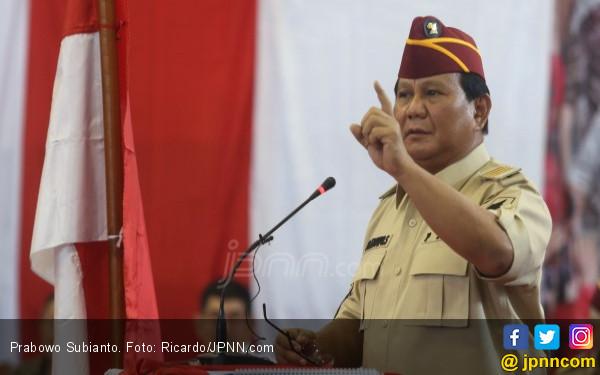 Prabowo Langsung Menatap Pria yang Kepalkan Tangan, Teriak Ganti Presiden