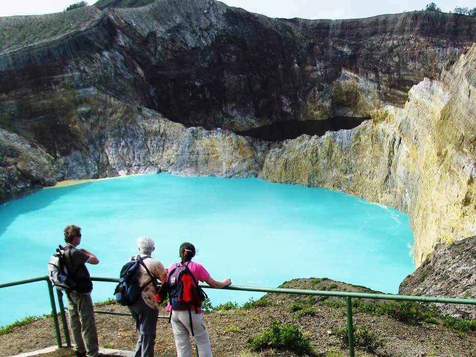 Kelimutu, the Amazing Three-Colored Lake in Indonesia ...