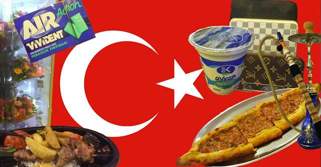 bandiera turca con immagini di stranezze