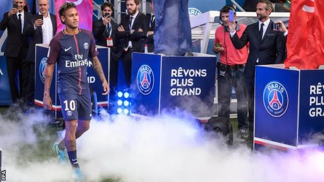 Neymar chính thức kiện Barca đòi tiền