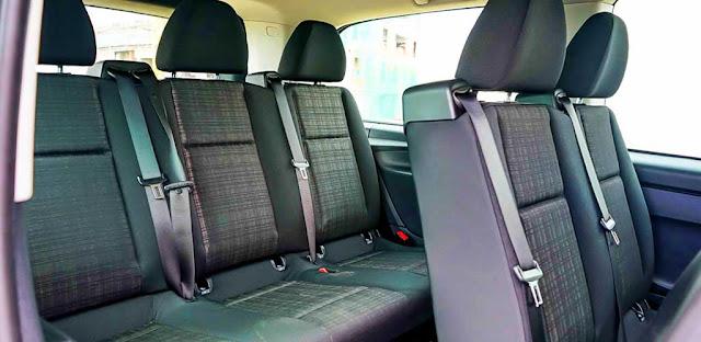 Băng cuối Mercedes Vito Tourer 121 2018 được thiết kế 3 ghế rộng rãi và thoải mái