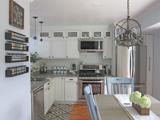 Great kitchen makeovers that will give you ideas to freshen your own space! See the roundup with links at diy beautify!