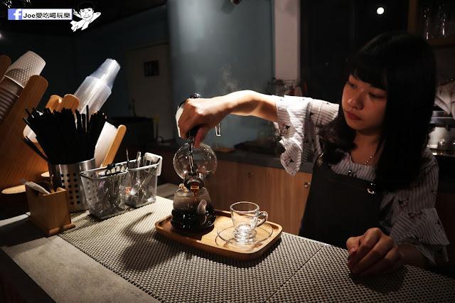 IMG 4581 - 熱血採訪│凱度高空咖啡館,隱藏在高樓大廈裡的夜景咖啡,百元有找,談生意、約會好地方