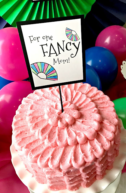 Quick and easy fancy cake!  For a FAN party.