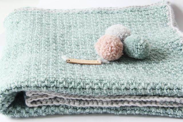 Studio Mojo, deken, Gehaakt/ crochet, Zeeman, Julia haakgaren, Moogly, the moss stitch, Granite stitch, babydeken, babykamer accessoire,