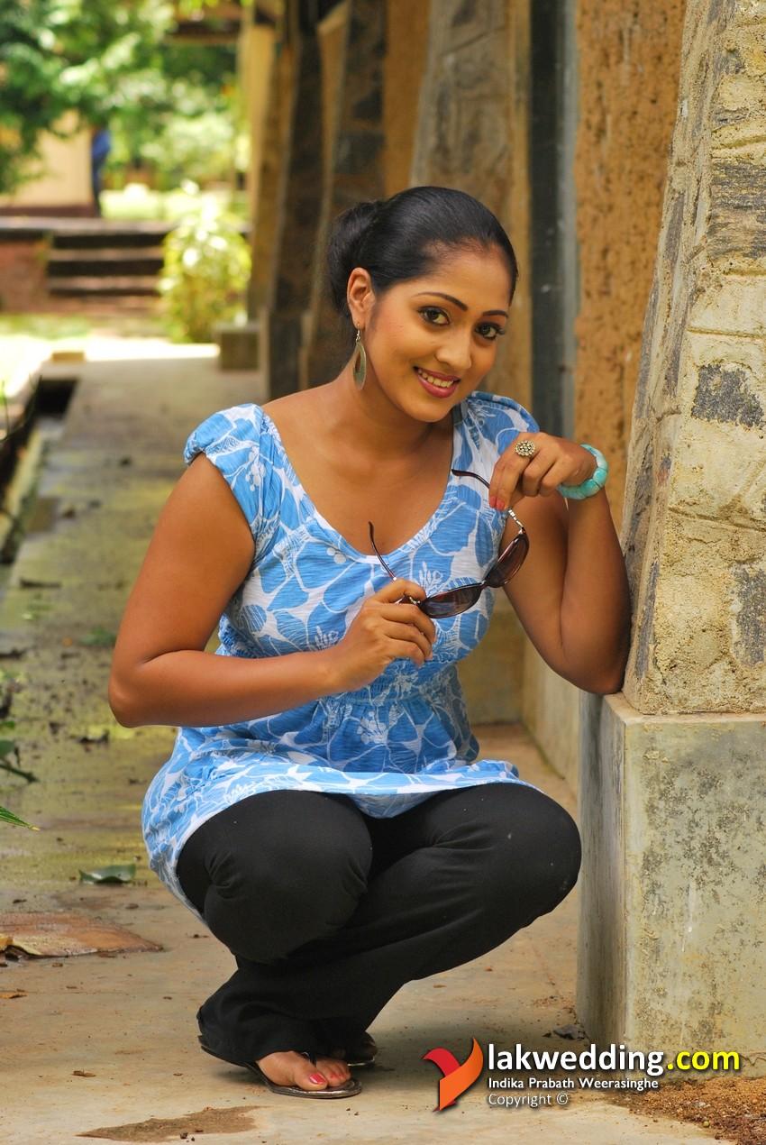 Hot And Sexy Sri Lanka Actress Dilni Lakmali New Photos -4817