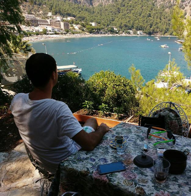 Вид на бухту Турунча из кафе.