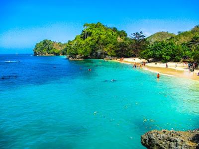 Pantai 3 Tiga Warna Malang