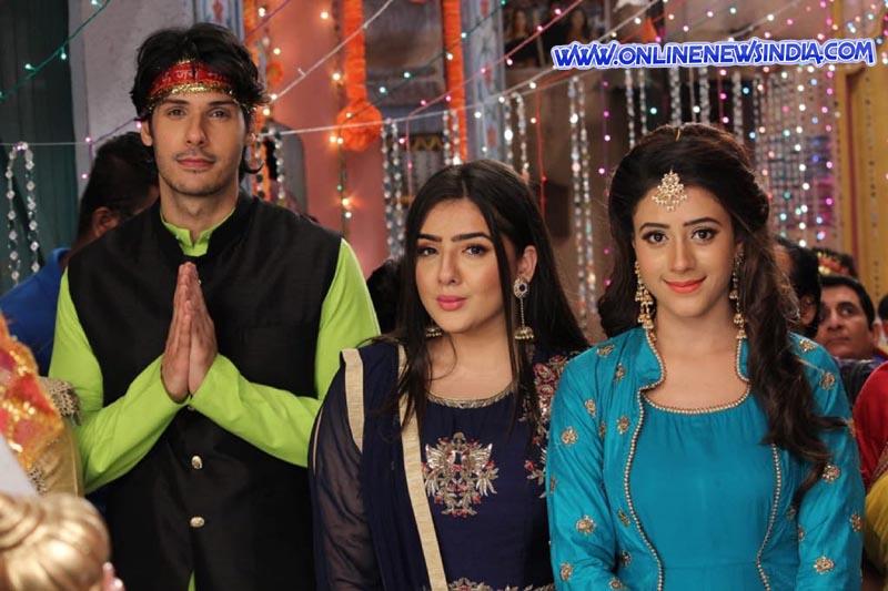 Nikhil Khurana, Raashi Bawa and Hiba Nawab in Show Jijaji Chhat Per Hain