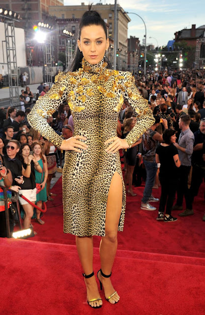 2013 VMAs Red Carpet I Katy Perry in Emanuel Ungaro