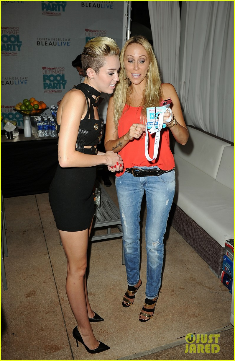 Celeb Diary Miley Cyrus Iheartradio Ultimate Pool Party