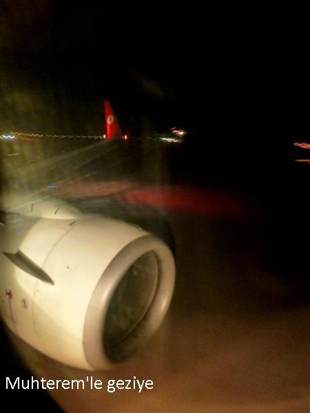 gece uçak yolculuğu