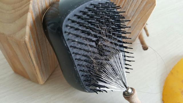 rateau-retire-cheveux-picot-brosse