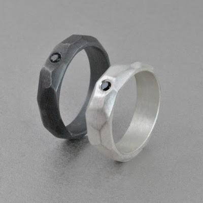 Alianzas de plata originales facetadas y diamante negro